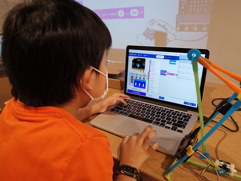 Develop 21st Century Skills With STEAM Education