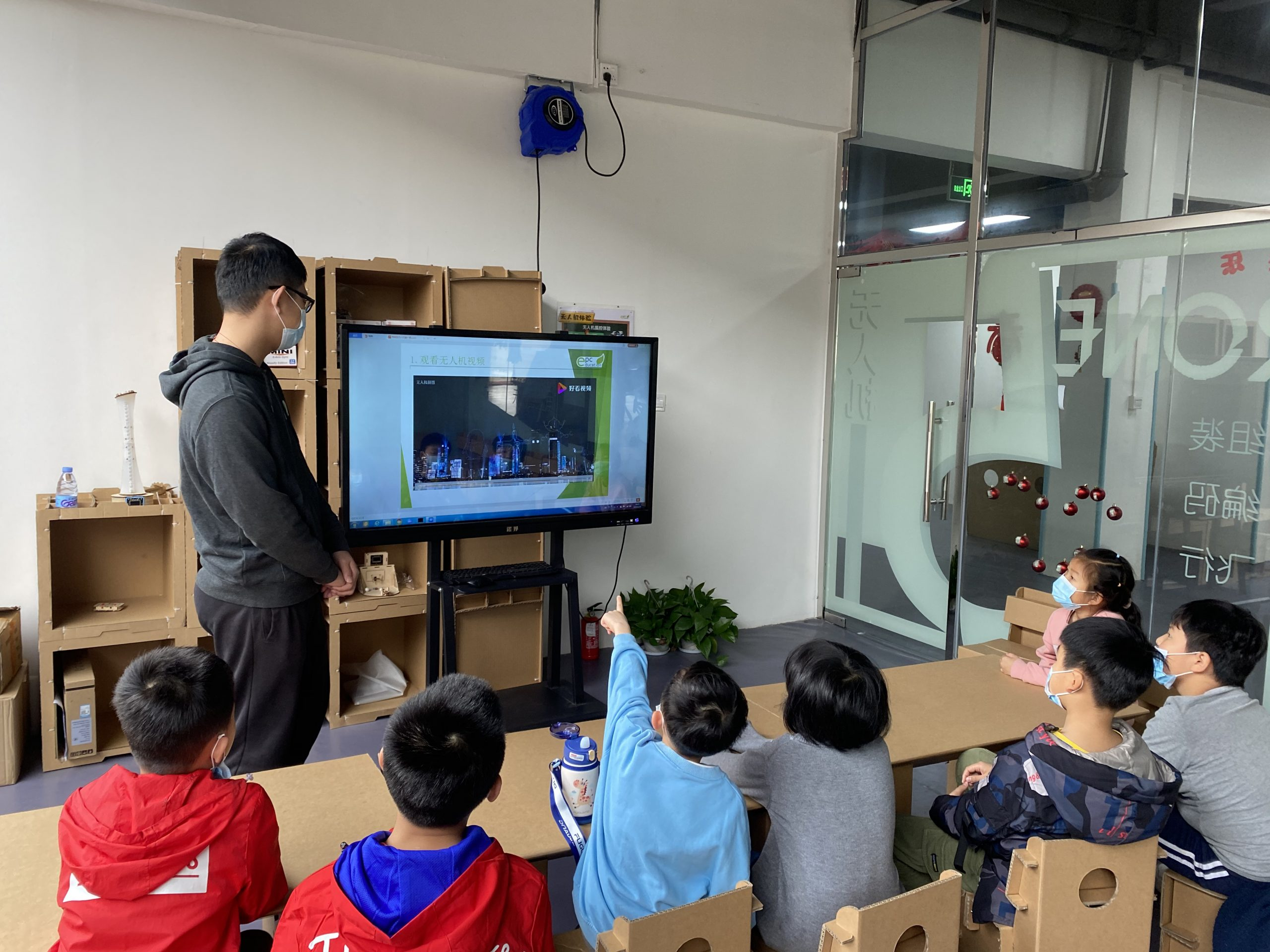 Fun Learning Environment Oriented with STEAM Education